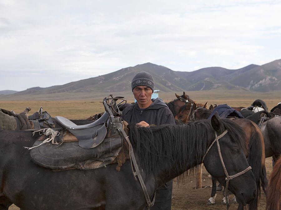 cavaliere kirghiso lago Son Kul