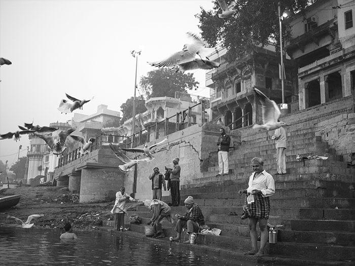 reportage Varanasi - ci si lava sui Ghat nelle acque sporche del Gange
