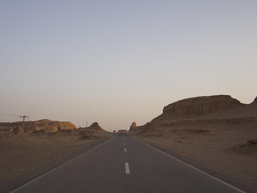 strada nel deserto iraniano
